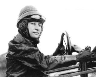 Marie Marvingt in Deperdussin aeroplane 1912